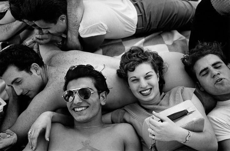 © Harold Feinstein, Coney Island, New York, 1949.