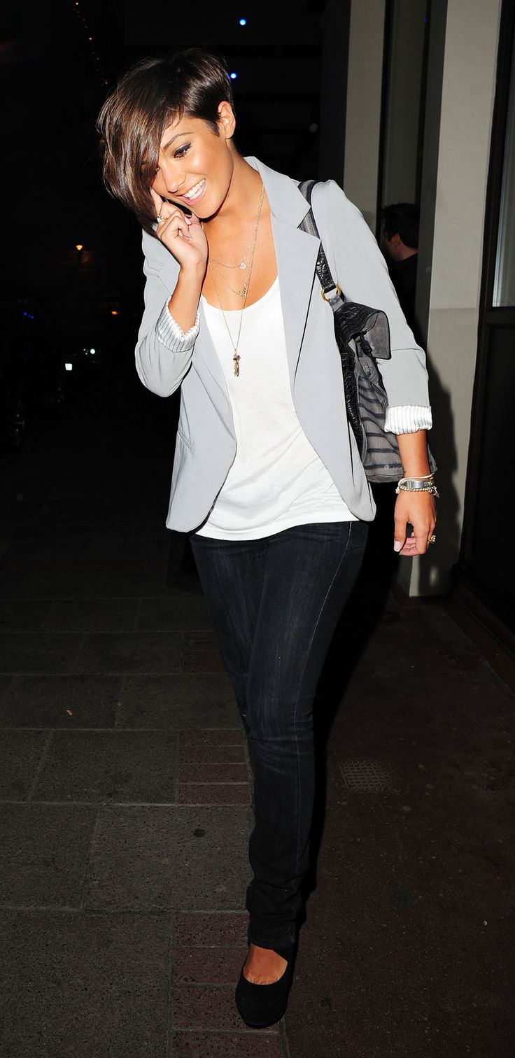 Cute Frankie Sandford really wears casual better than anyone. She sports a gray blazor over a white tanktop and skinny jeans with black high heel pumps.