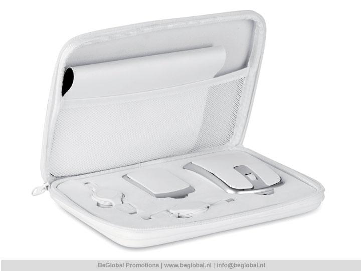 #relatiegeschenken #productvandedag Computer set in witte hoes met muis, muismat, verlengsnoeren en een 4-poorts hub.