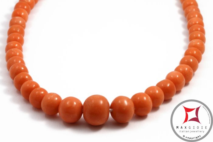Extra Sciacca #coral #sciaccacoral #redcoral #coral #necklace #genuinecoral round 3½-8mm graduated in Gold 18K  #collana #corallo #corallosciacca #corallorosso Extra pallini graduati 3½-8mm in Oro 18K  #corallo #corallotorredelgreco #corallorosso #genuinecoral #redcoral #corallosciacca #sciaccacoral #jewelery #luxury #italianstyle #gold #silver #store #collection #shop #shopping #showroom #madeinitaly #necklace #necklaceforsale