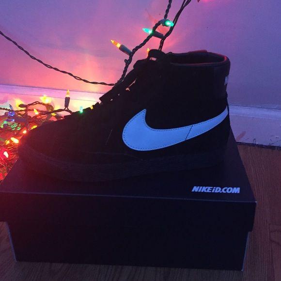 NIKE ID Custom mid top sneaker Lightly worn black Nike mid top skate shoes. SIZE 8 Nike Shoes Sneakers