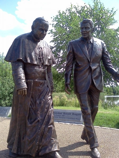 Jan Paweł II i Ronald Reagan w Parku Ronalda Reagana.  #Gdansk