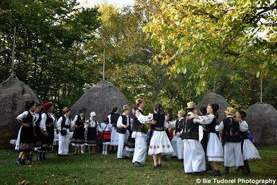 TUDOR  PHOTO  BLOG: Sarbatoarea Traditionala de la Trestia,Cernesti,Ma...
