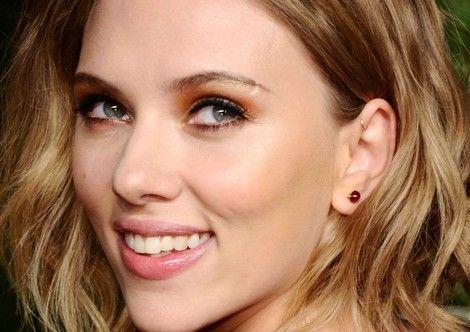 Scarlett Johansson and forward helix Piercing