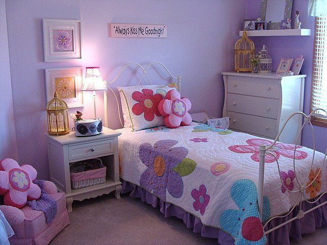 kids bedrooms glitter painted walls   Purple & pink kids bedroom color scheme with wall hanging