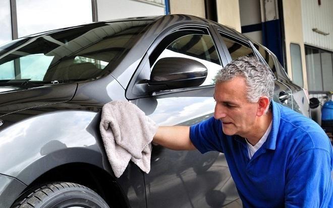 "Covesia.com - Agar mobil selalu awet dan tampil ""kinclong"", pemilik mesti memperhatikan perawatan dan pemeliharaan rutin cat mobil.Pemilik mesti membersihkan..."