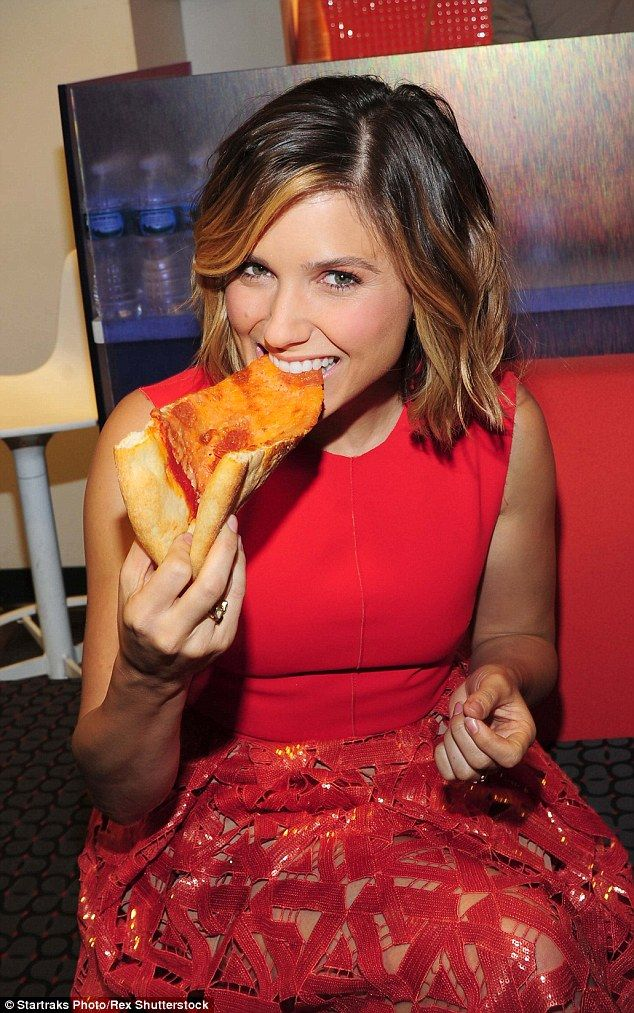 Chicago Pie. D.: Sophia Bush tucked into a pizza before making an appearance on the Today ...