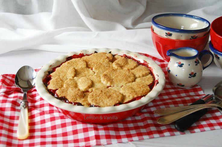 Lemon & Vanilla: Rhubarb, apple and raspberry pie / Pie de ruibarbo, maçã e framboesa.