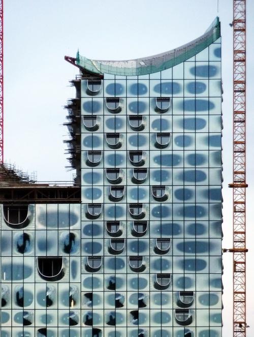 n-architektur:    Elbphilharmonie Hamburg    Herzog & De Meuron    photographed by Martin Maleschka