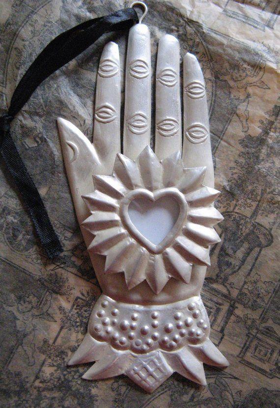 Heart and hand milagro: Hearts Fal, Sacred Heart