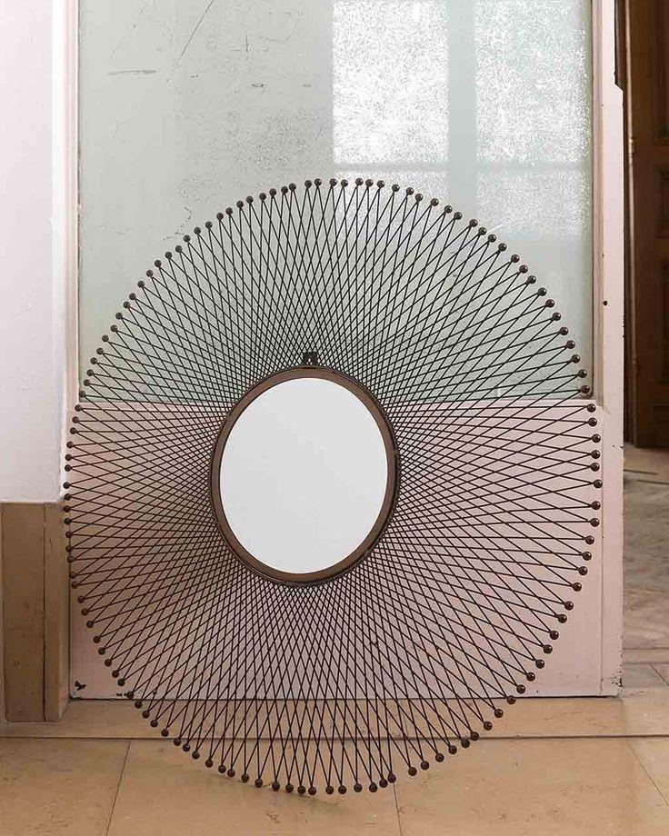 Isum - Metal Sunburst Mirror Dia:85cm, Geometric | MirrorDeco