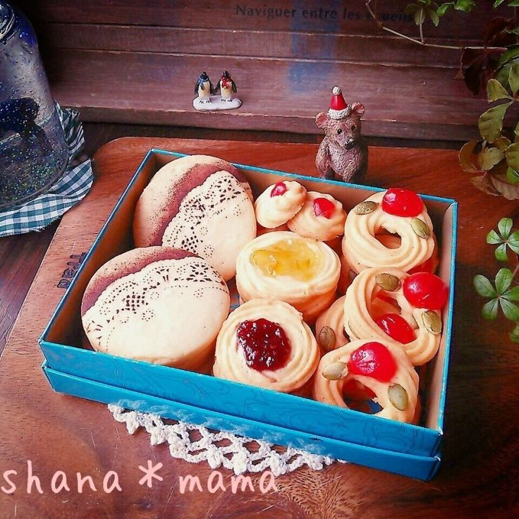 保存版♪自慢のさっくさく絞り出しクッキー♪ by しゃなママ / 簡単に出来るのにさっくさく~♪かなりおすすめの絞り出しクッキーです♪もちろん今回もマーガリンで(*^m^*) ムフッ今回は大好きなジャムクッキー以外にクリスマスにぴったりのリースクッキーも(*´艸`)♪ついでにこの前アップしたステンドグラスクッキーの生地の残りで可愛らしいドイリー柄のステンシルクッキーも作ってクッキーの詰め合わせにしてみましたよ~♪ / Nadia