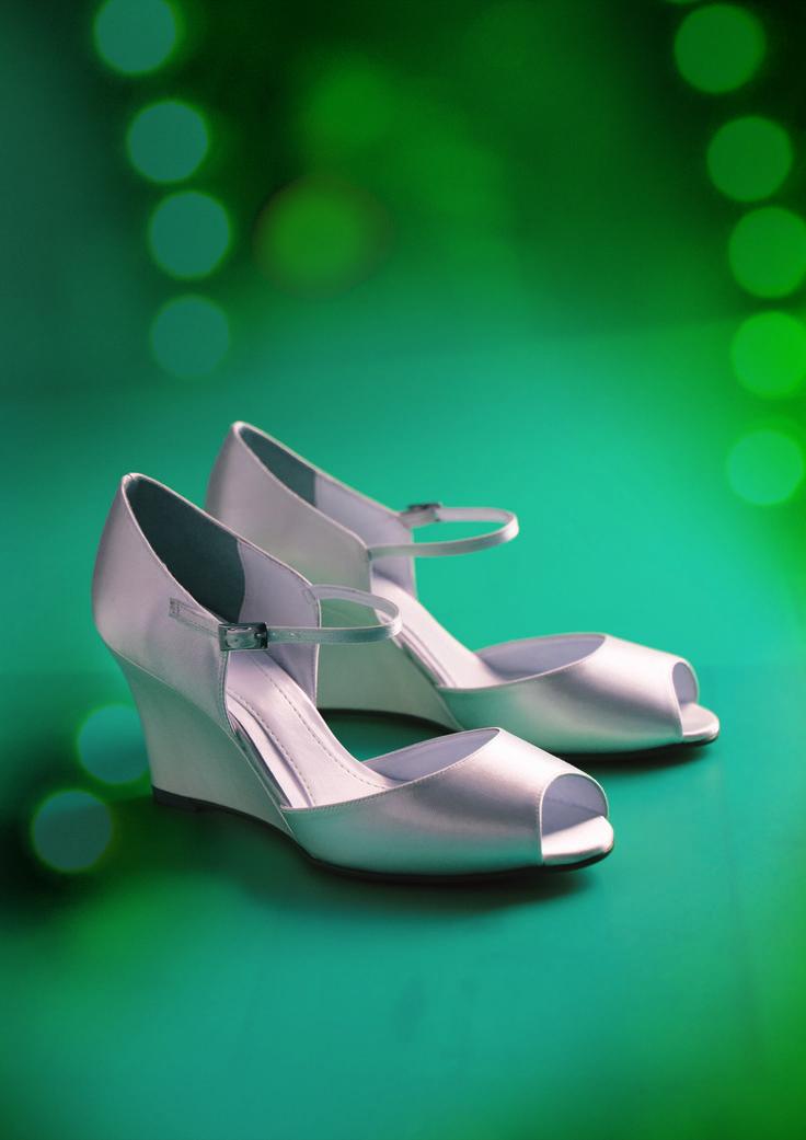 55 best chaussures de mari e weeding shoes images on pinterest bridal shoes bridal shoe and. Black Bedroom Furniture Sets. Home Design Ideas