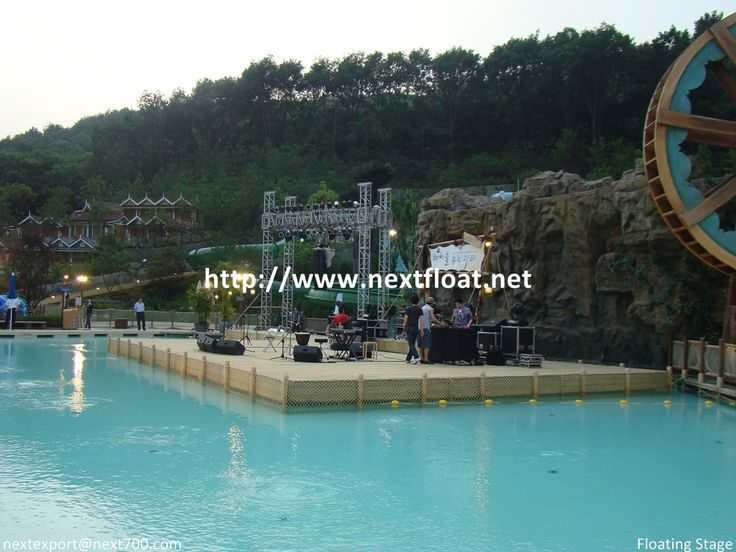 This is a temporary performing stage at Korea famous amusement park called EVERLAND.  에버랜드에 설치된 수상무대로 공연과 행사를 위해 제작되었던 사례입니다.