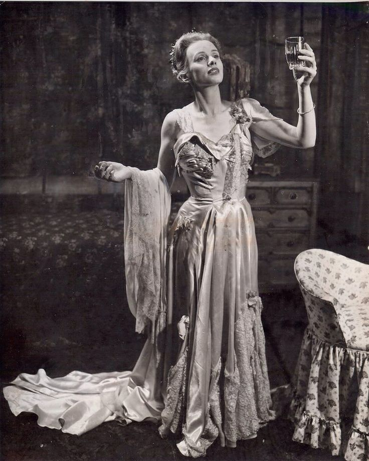 jessica tandy as blanche dubois in streetcar d desire on  jessica tandy as blanche dubois in streetcar d desire on stage ladies of the silver screen jessica tandy and vintage hollywood