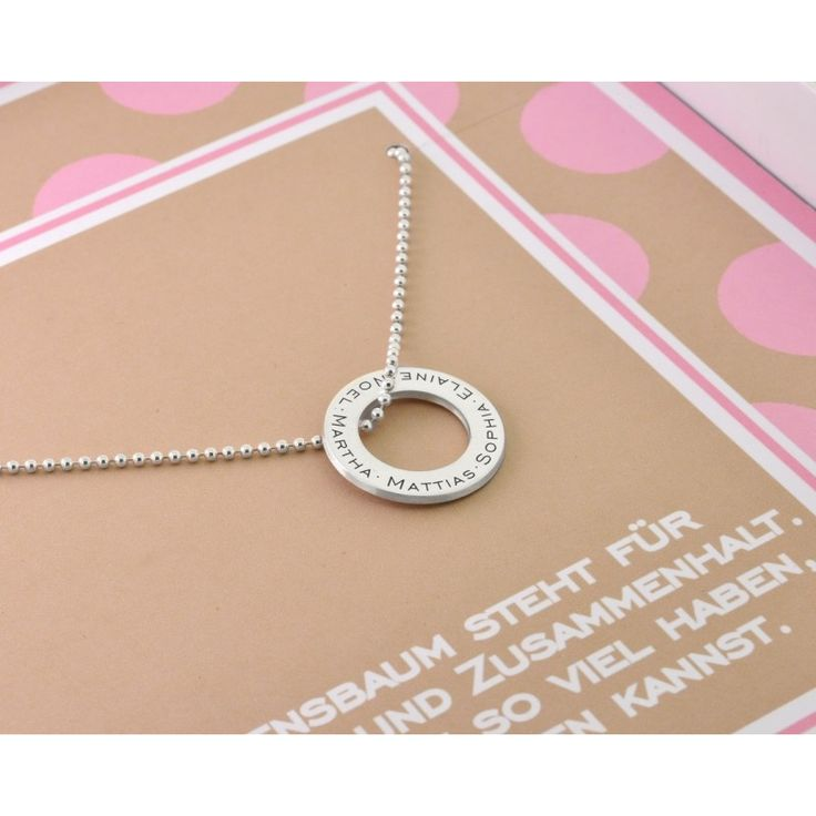 Ein wunderschöner 925 Sterling Silber Anhänger-Ring designed mit Ihren Wunschnamen, Wunschdaten oder Ihrem Wunschtext. Das Schmuckstück wird in einer nach Ihren Wünschen personalisierten Geschenkbox verpackt.