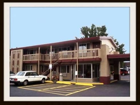Portland (OR) Banfield Motel United States, North America Banfield Motel is a popular choice amongst travelers in Portland (OR), whether exploring or just passing through. The hotel offers a wide range of amenities and perks to ensure you have a great time. Free Wi-Fi in all rooms, 24-hour front desk, family room, pets allowed, vending machine are on the list of things guests can enjoy. Comfortable guestrooms ensure a good night's sleep with some rooms featuring facilities suc...
