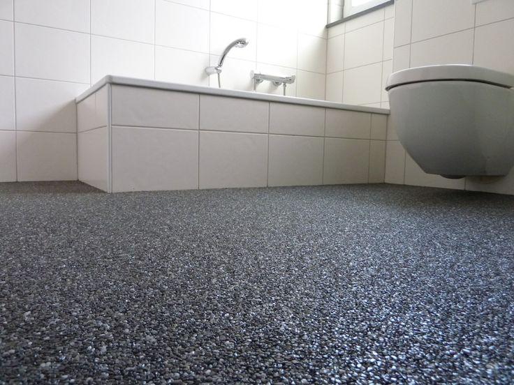 Steinteppich verlegen | Steinteppich im Wohnbereich I Steinteppich Kueche | Steinteppich Bad #Bodenbelag fugenlos #Bodenbelag Badezimmer #Steinteppich #Badezimmeridee