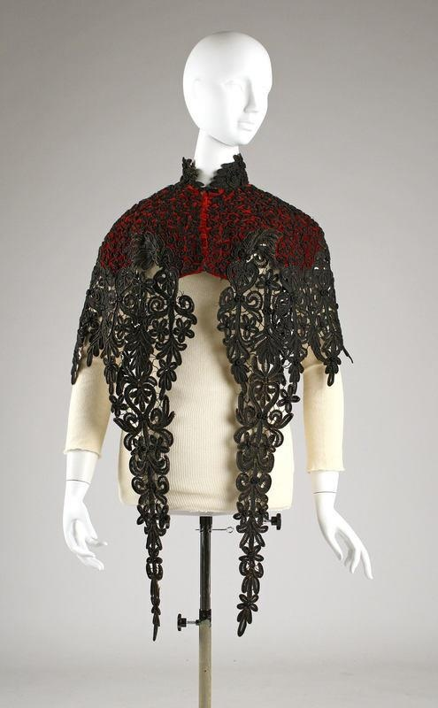 Beautiful velvert & lace cape - If anyone can tell me which era this is from that would be amazing!
