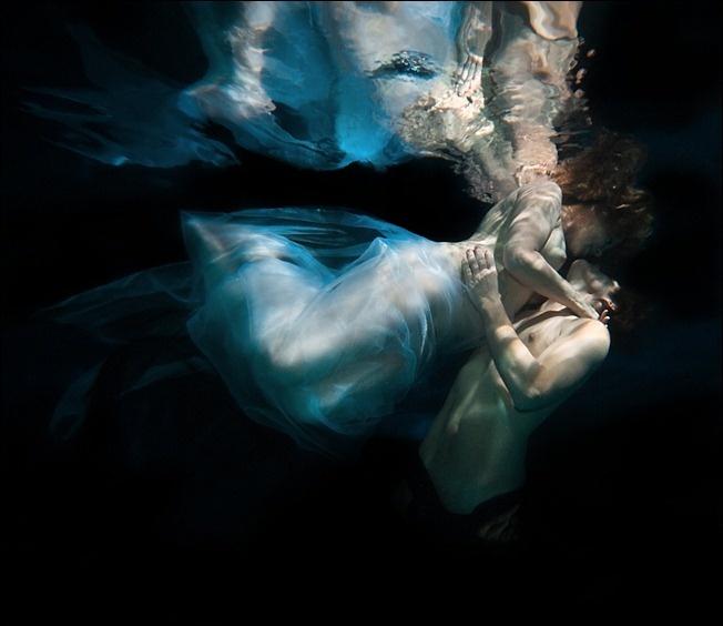 Dancer Diane Boyle, underwater by Howard Schatz. (870×960