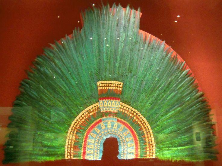 Moctezuma II - Musée d'anthropologie coiffure de Moctezuma II en plume de quetzal