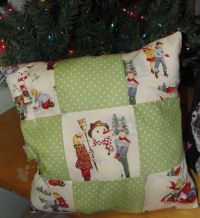 Teach your little one how to quilt with a fun two sided pillow pattern from @ & 215 best Free Christmas Quilt Patterns images on Pinterest ... pillowsntoast.com