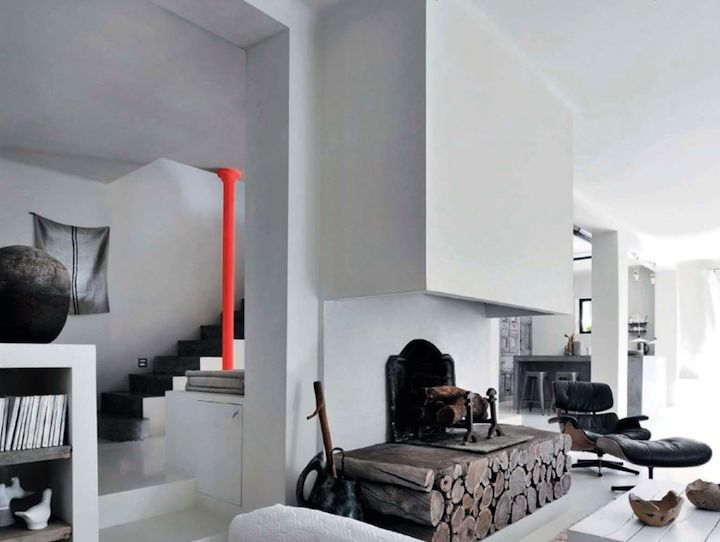Here is another brilliant remodeling project. Without any particular style or appeal, this 1960s house located near Carpentras, France, has been transformed by Amélie, a decorator with a natural eye and vision for the hip and the original, into a modern, colorful and casual villa. I particularly love the touches of neon orange throughout the...