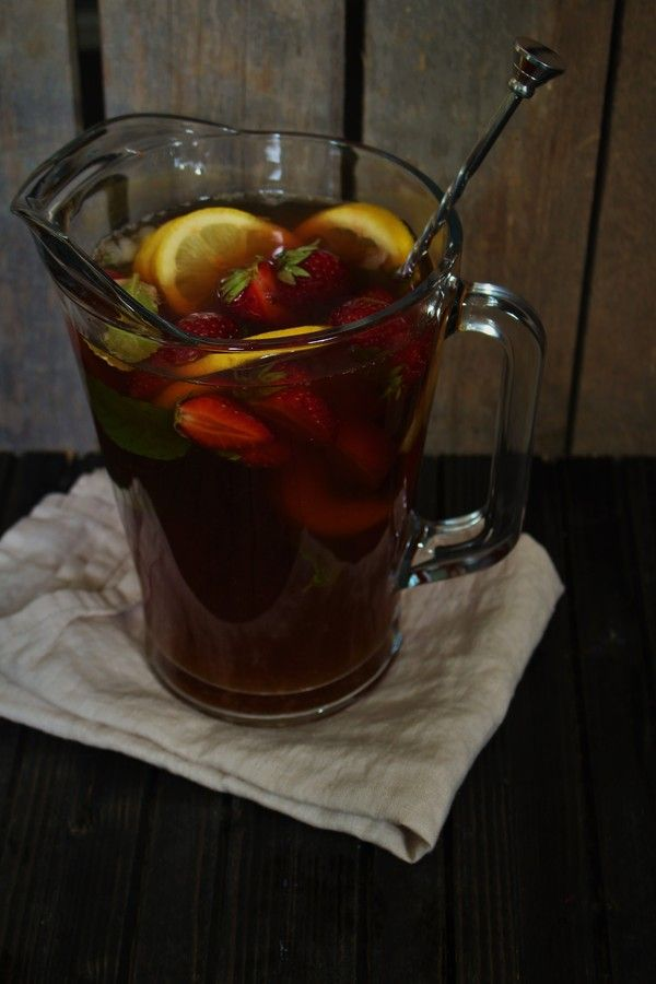 made from scratch - Ice tea with peach, strawberrys and mint