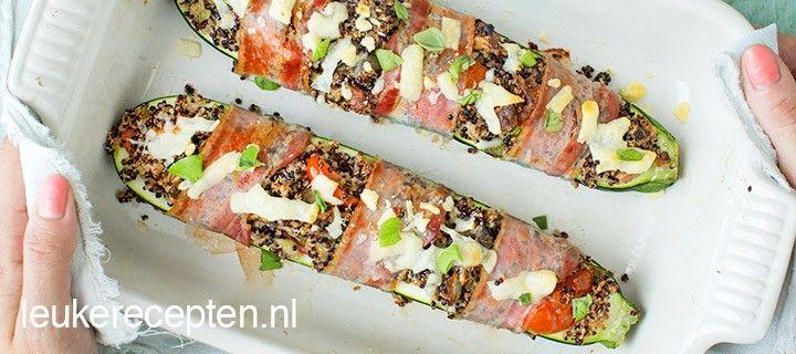 Deze courgettes met quinoa, tomaatjes en spek zijn lekker als hoofdgerecht en als lunch