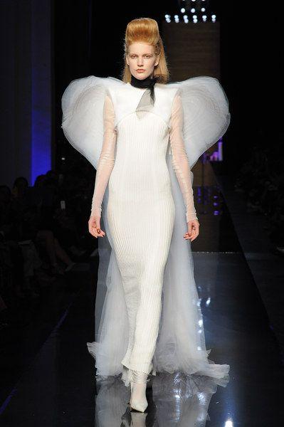Jean Paul #Gaultier | Una sposa da favola: scopri 7 abiti da sposa d'alta moda in tutti i loro preziosi dettagli | #matrimonio