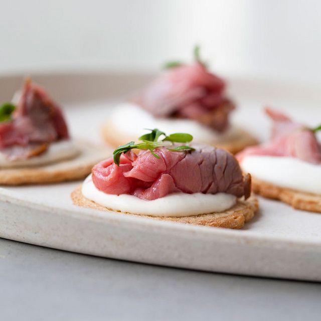 toastje rosbief met mierikswortelroom by thomas van de water Snelle hap