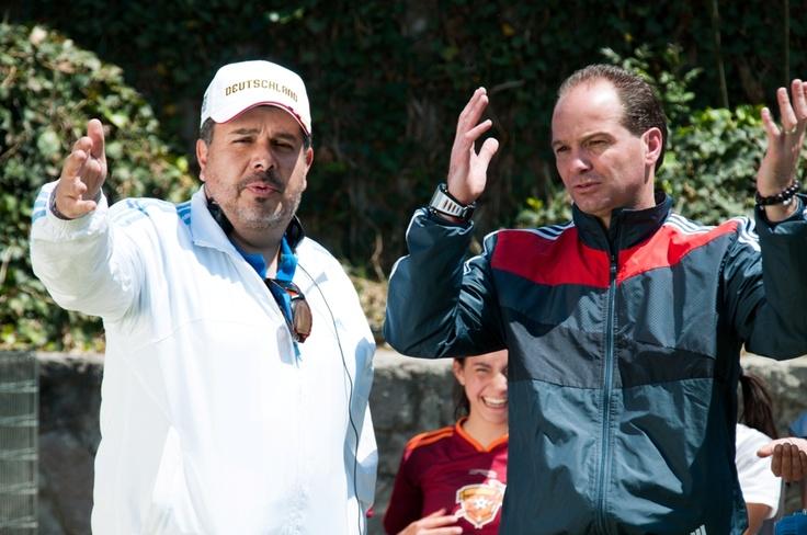 ¿Sabías que el entrenador del equipo de futbol donde juegan en la película Karla Souza y María Aura, es Luis García el exfutbolista profesional?