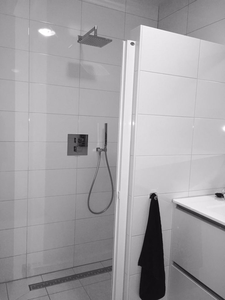 In Rijssen deze strakke witte badkamer gerealiseerd.