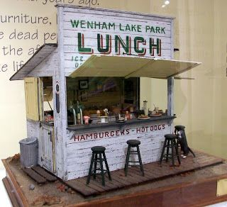 Marquis Miniatures - lunch stand in miniature