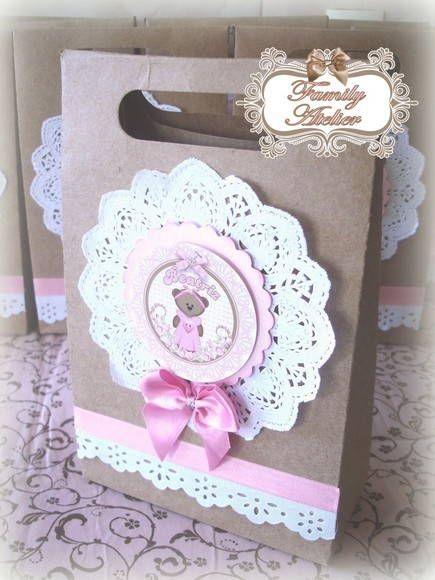 Sacolinha em papel craft - personalizada no tema ursinha floral - rosa e marrom.    Pedido Mínimo: 15 unidades.