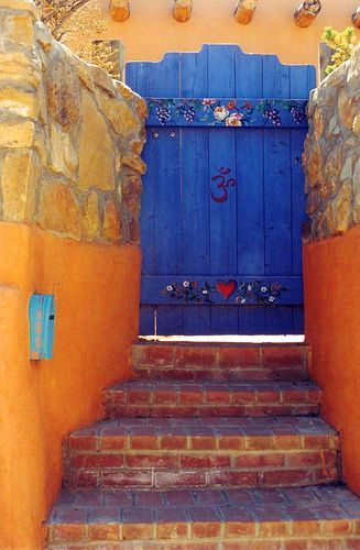 I want to paint my gate to the garden, like this.... not exactly...but colored with some design.