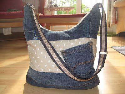 Die Aufgabe:    Aus diesen, naja sagen wir mal, Stoffen eine große Tasche für Erwachsene, mit Reißverschluß   Ok, ich gestehe, ich hab dann ...