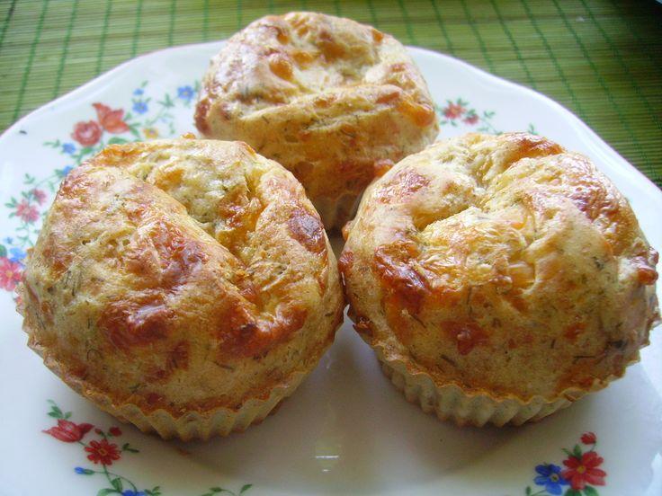 Несладкая выпечка: сырные кексы на кефире