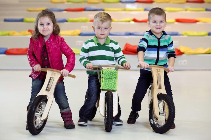 """Bicicleta DipDap MINI 10"""", desde 2 años - La tribuLa Bicicleta DipDaP MINI 10″ es una primera bicicleta para niños a partir de 2 años.  Realizada de madera contrachapada de abedul, con materiales de alta calidad y un diseño espectacular.  La Bicicleta DipDap es segura para desarrollar el equilibrio infantil y las habilidades de coordinación antes del paso a montar en una bicicleta de pedales.  Desarrolla la confianza y la independencia de los más pequeños."""