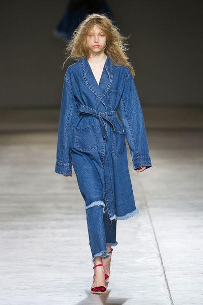London FW FW 2014/15 – Marques'Almeida. See all fashion show on: http://www.bmmag.it/sfilate/london-fw-fw-201415-marquesalmeida/ #fall #winter #FW #catwalk #fashionshow #womansfashion #woman #fashion #style #look #collection #LondonFW #marquesalmeida