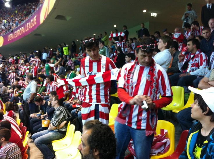 Suporteri Athletic Bilbao pe Arena Nationala la meciul Athletico Madrid - Athletic Bilbao Finala UEFA Europa League