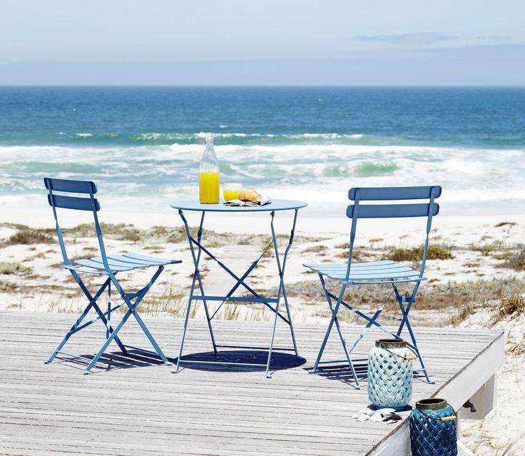Inspiră-te din culorile mării. Setul de terasă HAFJELL  albastru te va purta direct pe malul Mediteranei! | JYSK