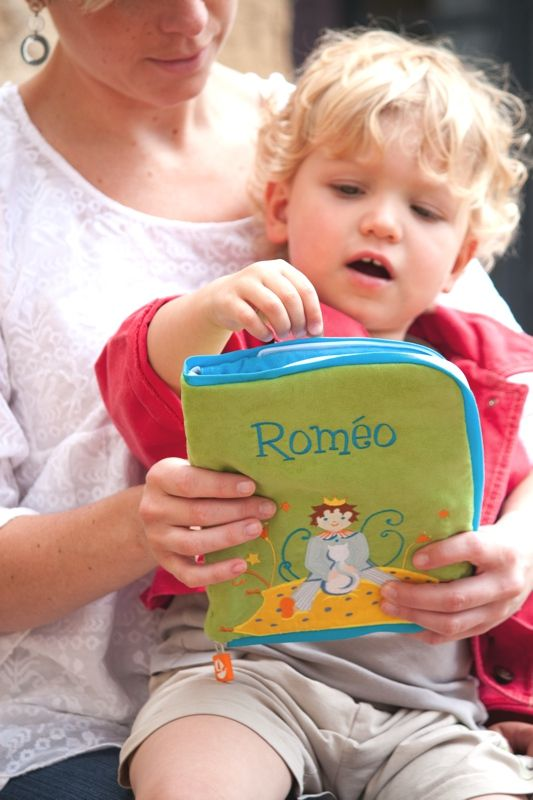 """Protège Carnet de Santé """"Petit Roi"""" par L'Oiseau Bateau - Health book covers """"Petit Roi"""" by L'Oiseau Bateau http://www.loiseaubateau.fr/-Les-Protege-carnet-de-sante-.html?lang=fr"""