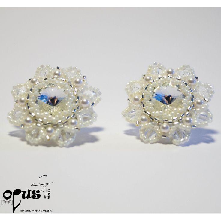 Cercei pentru mireasa, Cercei realizati din Cristale Rivoli Swarovski 14 mm, Cristale si Perle Swarovski de 3 si 4 mm si Margele Miyuki. Tortite din argint 925 marcat cu sistem surub. Diametru Cercei: 9 cm
