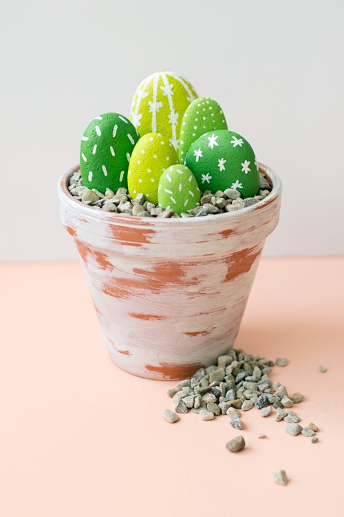 DIY painted rock cacti- a cute craft for Cinco de Mayo, this is helpful for those of us who have less than a green thumb!