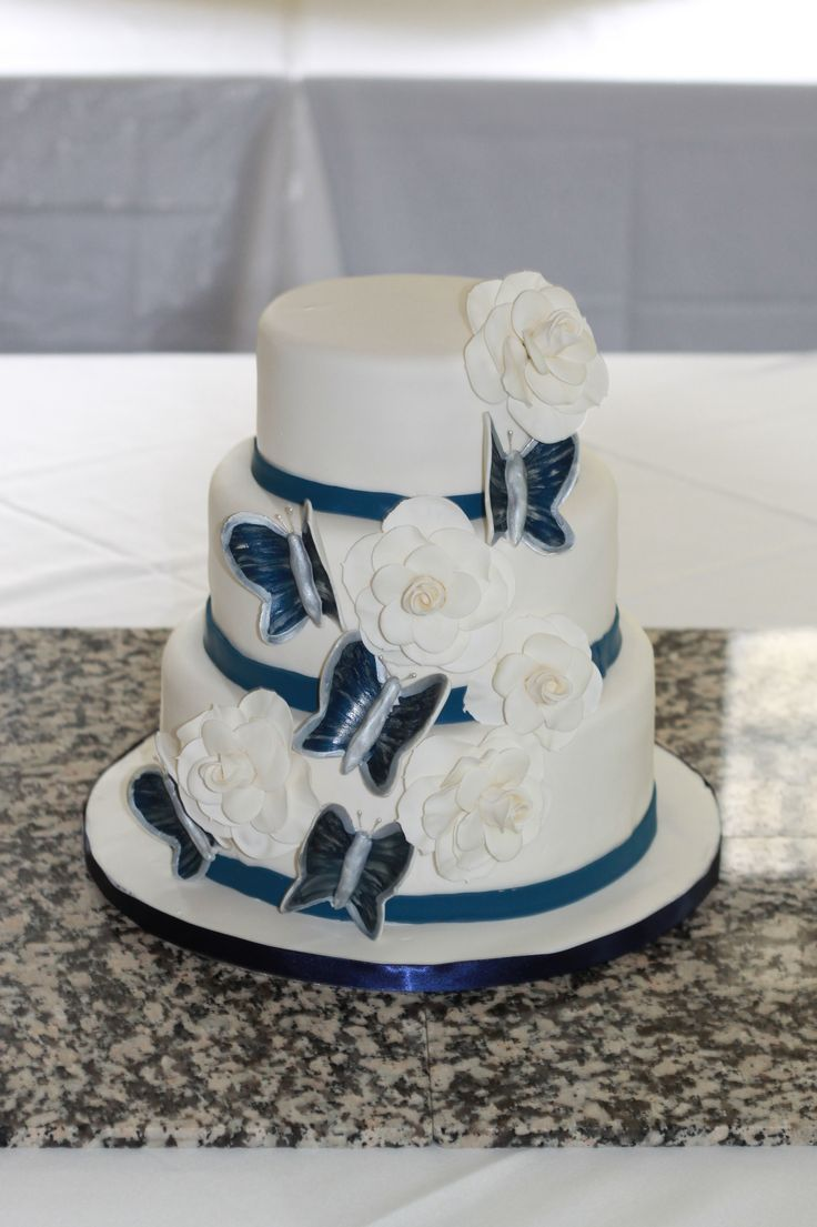 Royal blue wedding cake  Keywords: #weddings #jevelweddingplanning Follow Us: www.jevelweddingplanning.com  www.facebook.com/jevelweddingplanning/