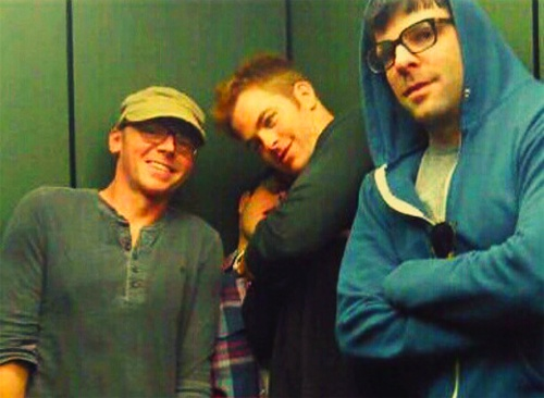 Simon Pegg, Chris Pine, Zach Quinto. Love that you can see J.J. but sad that Benedict is the one taking the picture.