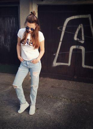 Kup mój przedmiot na #vintedpl http://www.vinted.pl/damska-odziez/dzinsy/13602764-spodnie-z-dziurami-na-guziki-boyfriend-hm-hot-przecierane-jeansy-denim-hm-gap