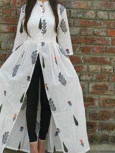 White multi block printed cape | Shop now: www.thesecretlabel.com