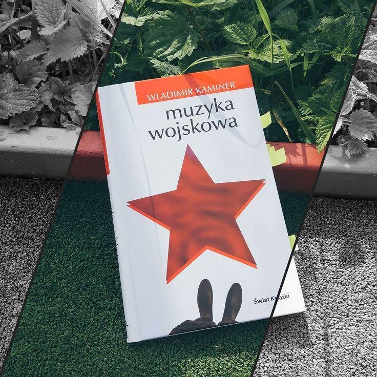 """""""Muzyka wojskowa"""" Władimira Kaminera to jedna z tych książek które latami czekały na mojej półce. Wreszcie w tym roku udało mi się po nią sięgnąć i zachwyciła mnie wyjątkowo mocno. Dla jego książek byłabym nawet skłonna zmusić się do odświeżenia znajomości niemieckiego.  QQ: co teraz czytacie?  #WladimirKaminer #MuzykaWojskowa #FromMyLibrary #ŚwiatKsiążki #bookstagram #bookstagrampl #booktube #booktuber #books #book #książka #książki #terazczytam #currentlyreading #czytam #TBR2017…"""